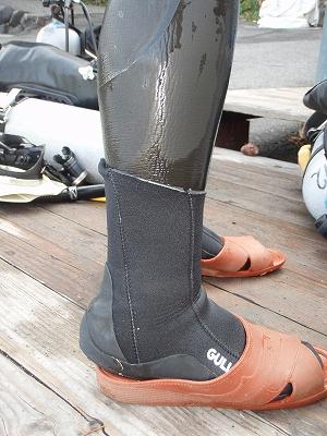 少数派ダイバー! それでも、ウエットスーツの上にブーツを履く理由